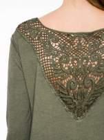 Khaki bluza z koronkową wstawką na plecach                                  zdj.                                  7