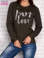Khaki bluza z napisem JUST LOVE i perełkami                                  zdj.                                  1