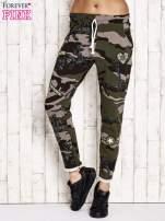Khaki ocieplane spodnie dresowe motyw moro                                  zdj.                                  1
