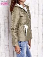 Khaki pikowana kurtka z jasnym wykończeniem                                                                          zdj.                                                                         3