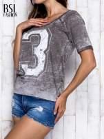 Khaki t-shirt z cyfrą 3                                  zdj.                                  4