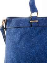 Kobaltowa torba na ramię ze złotymi okuciami