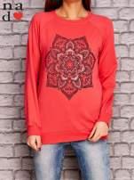 Koralowa bluza z ornamentowym nadrukiem                                  zdj.                                  1