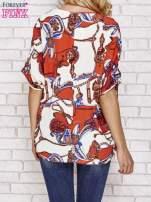 Koralowa bluzka koszulowa z biżuteryjnym nadrukiem                                  zdj.                                  4