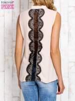 Koralowa koszula z suwakiem i ażurową aplikacją na plecach                                                                          zdj.                                                                         4