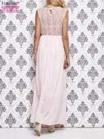 Koralowa sukienka maxi z koronkowym tyłem                                  zdj.                                  2
