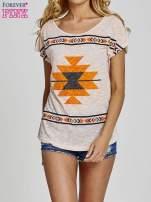 Koralowy t-shirt we wzory azteckie z dżetami                                  zdj.                                  1