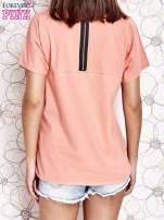 Koralowy t-shirt z napisem J'ADORE LE NOIR                                  zdj.                                  4