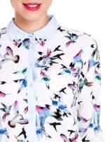 Koszula w kolibry z błękitnym kołnierzykiem, mankietami i listwą