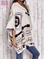 Kremowa narzutka poncho w azteckie wzory                                  zdj.                                  3