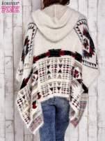 Kremowa narzutka poncho w azteckie wzory                                  zdj.                                  4