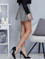 Krótka rozkloszowana spódnica w drobny wzór czarna                                  zdj.                                  5