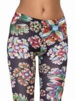 Kwiatowe legginsy z nadrukami floral print                                                                          zdj.                                                                         5