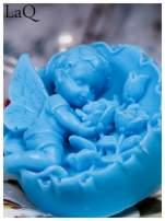 LaQ Mydełko duże Anioł z różami w medalionie - niebieski / Zapach - wata cukrowa BEZ SLS i SLES                                  zdj.                                  1