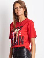 Luźny t-shirt z nadrukiem popcornu z cekinami czerwony                                  zdj.                                  2