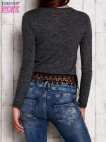 Melanżowa bluzka z koronkowym wykończeniem szara                                  zdj.                                  4
