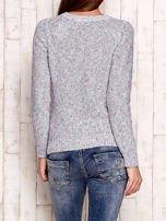 Melanżowy sweter z kolorową nicią                                  zdj.                                  2