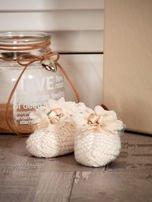 Miękkie buciki dziewczęce z ozdobnymi kwiatami ecru                                  zdj.                                  4