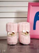 Miękkie buciki dziewczęce z ozdobnymi serduszkami jasnoróżowe                                  zdj.                                  1
