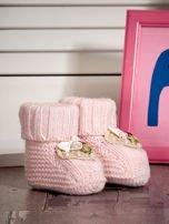 Miękkie buciki dziewczęce z ozdobnymi serduszkami jasnoróżowe                                  zdj.                                  2