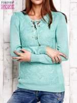 Miętowy dzianinowy sweter z wiązaniem                                  zdj.                                  1