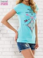 Miętowy t-shirt z napisem SHE SAYS BABE YOU LOOK SO COOL XX                                  zdj.                                  3