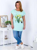 Miętowy t-shirt z żonkilami PLUS SIZE                                  zdj.                                  4
