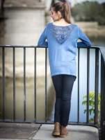 Niebieska bluza z koronkową wstawką na plecach                                                                          zdj.                                                                         10