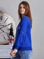 Niebieska bluza z napisem i suwakami                                  zdj.                                  3
