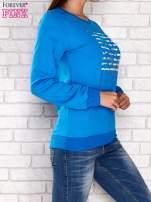 Niebieska bluza z tekstowym nadrukiem                                  zdj.                                  3