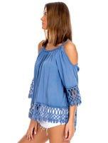Niebieska bluzka cold shoulder z koronką                                  zdj.                                  3