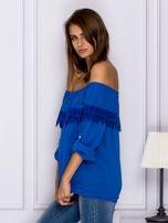 Niebieska bluzka hiszpanka z koronkową lamówką                                  zdj.                                  5