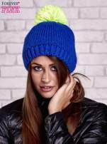 Niebieska czapka z kontrastowym pomponem                                  zdj.                                  1