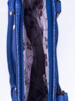Niebieska fakturowana torebka z klamerkami                                  zdj.                                  4