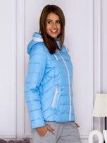 Niebieska pikowana kurtka przejściowa z ozdobnymi suwakami                                  zdj.                                  3