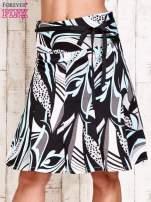 Niebieska rozkloszowa spódnica w abstrakcyjny wzór                                                                          zdj.                                                                         1