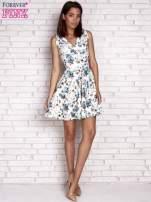 Niebieska rozkloszowana sukienka w kwiaty                                  zdj.                                  4