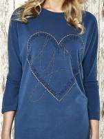 Niebieska sukienka dresowa z sercem z dżetów