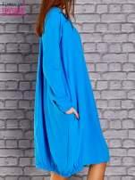 Niebieska sukienka oversize ze ściągaczem na dole                                   zdj.                                  3