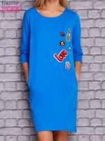 Niebieska sukienka z naszywkami                                  zdj.                                  1