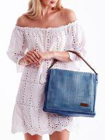 Niebieska torba z ażurowaną klapką                                  zdj.                                  6