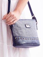 Niebieska torebka listonoszka z plecioną wstawką                                  zdj.                                  2