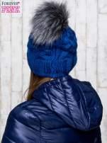 Niebieska wełniana czapka z pomponem