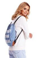 Niebieski denimowy plecak worek z napisem                                  zdj.                                  2