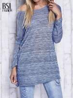 Niebieski melanżowy sweter z łezką na plecach                                  zdj.                                  1