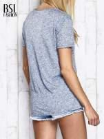 Niebieski melanżowy t-shirt z okrągłym dekoltem                                  zdj.                                  5