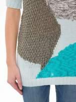 Niebieski patchworkowy sweter z krótkim rękawem                                                                          zdj.                                                                         6