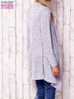 Niebieski sweter z ciemniejszą nitką                                   zdj.                                  4