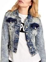 Niebieskia kurtka jeansowa damska marmurkowa z kieszeniami                                                                          zdj.                                                                         5