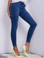 Niebieskie jeansowe spodnie ze stretchem                                   zdj.                                  5